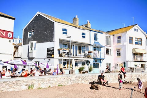 Located on the unique back beach of Teignmouth