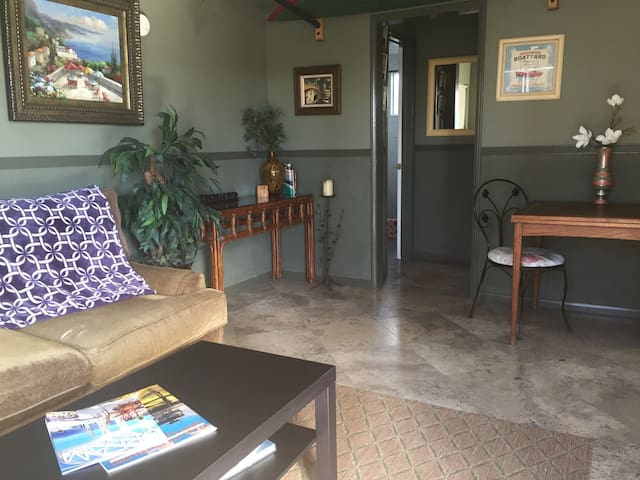 """The KAY"" All Yours! Beach bungalow, comfy Bed! Zz - San Clemente - House"