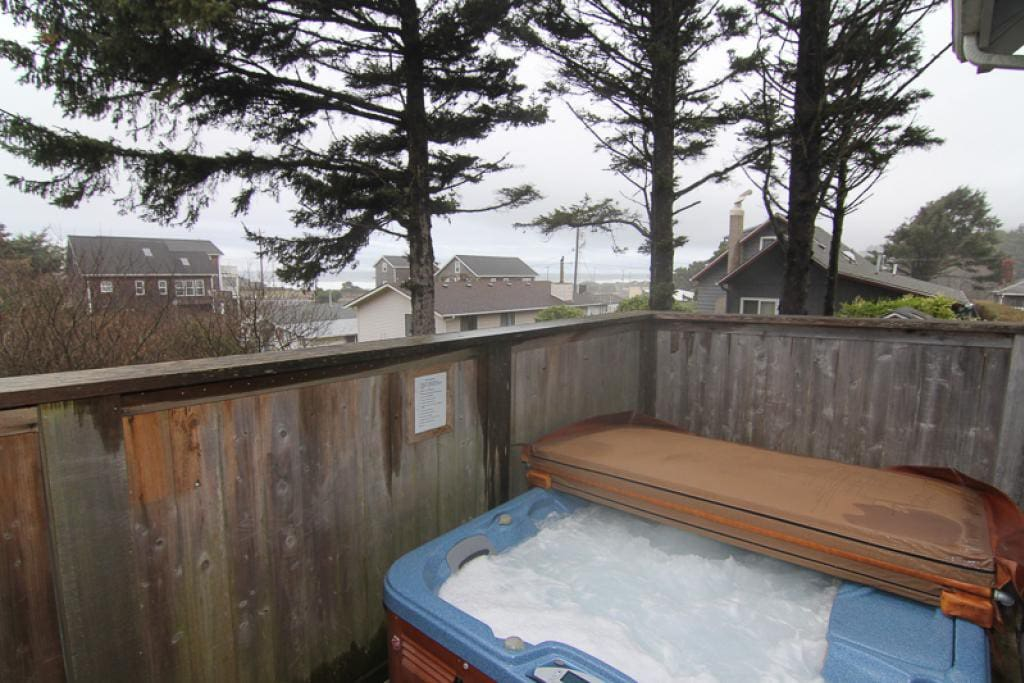 Seadrift Hot Tub with Privacy Fence