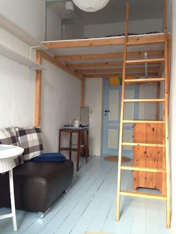 Zimmer klein & fein in Wohnung mit Altbau-Charme