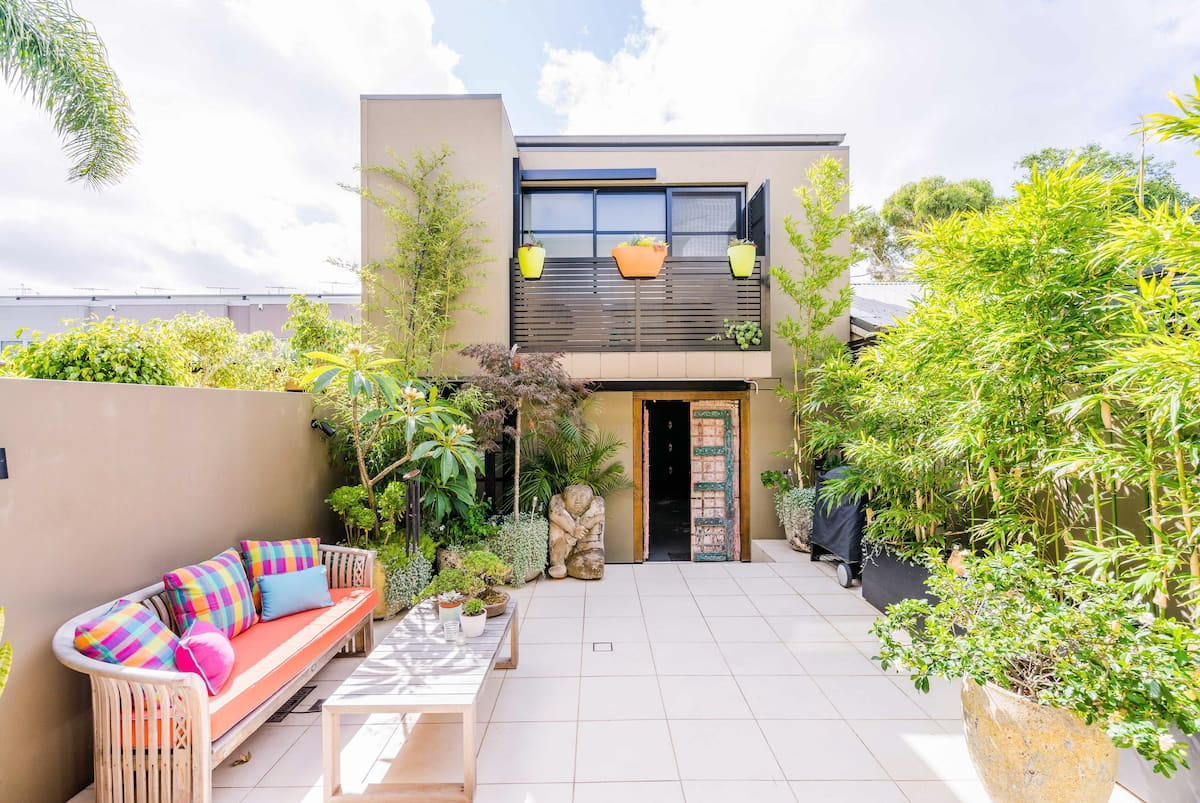 Stunning Bright Studio with Leafy Courtyard