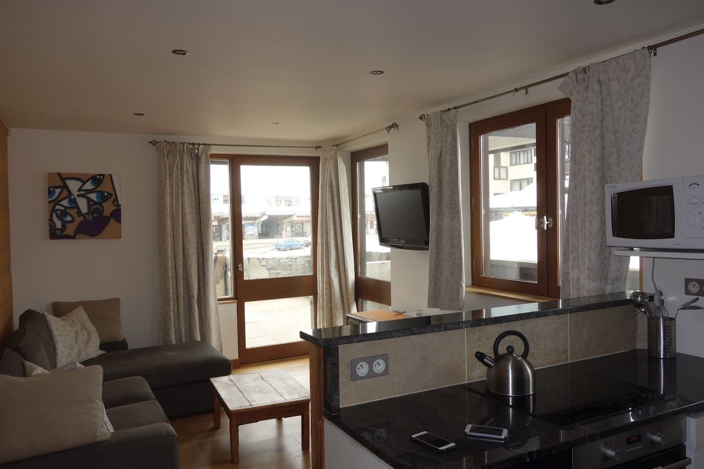 Lounge: light and spacious open plan living with TV, UK tv and wifi