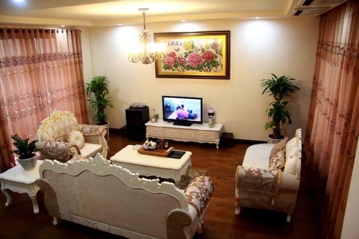金色溪谷别墅7床带会议室,烧烤,麻将, - 清远市 - House