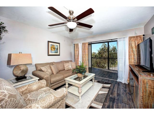 Remodeled condo in center of Marco. - Marco Island