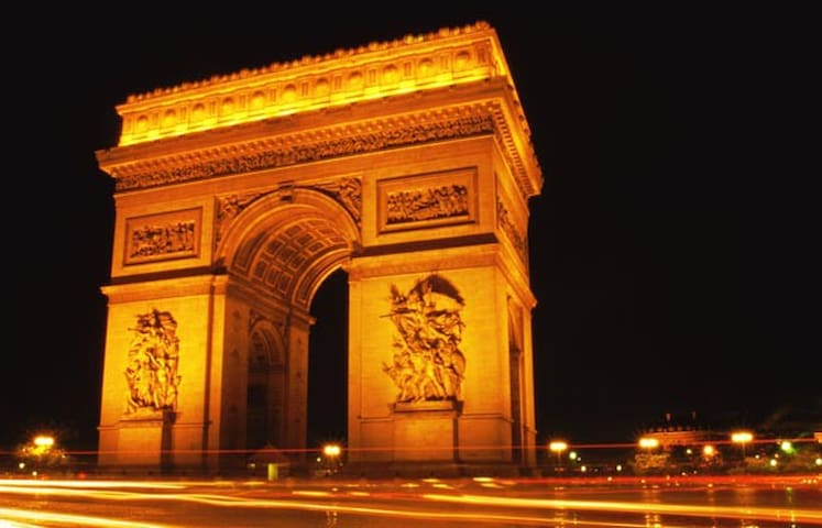 Lovely apartment-5m walk to the Arc de Triomphe