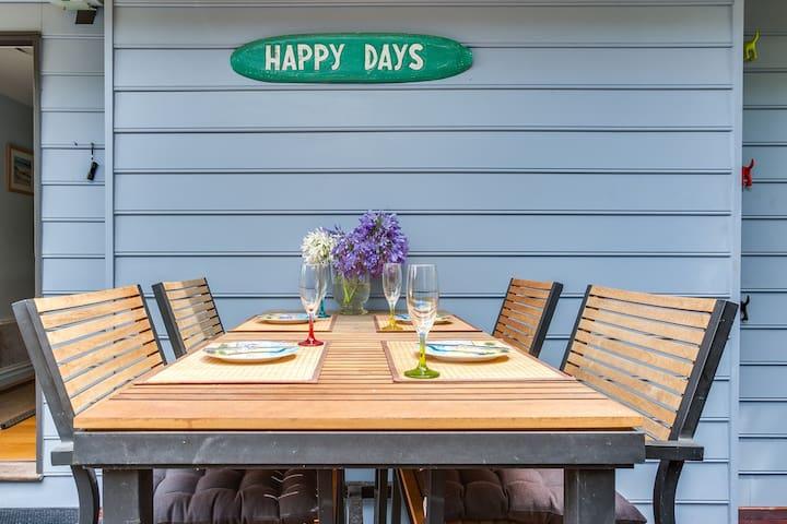 """Happy Days"" a quiet little oasis, back beach Rye."