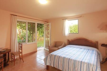 Uma suite aconchegante em Cunhhttps://www.airbnb.a - Cunha