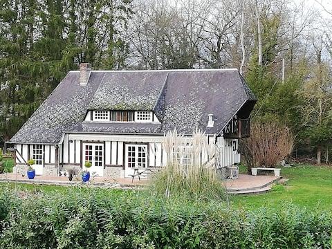 Petite Maison Normande dans un écrin de verdure