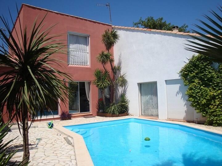 Villa contemporaine 250 m2+piscine+proche plages