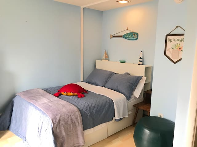 Spacious ,comfortable rooms near beach ,Newport