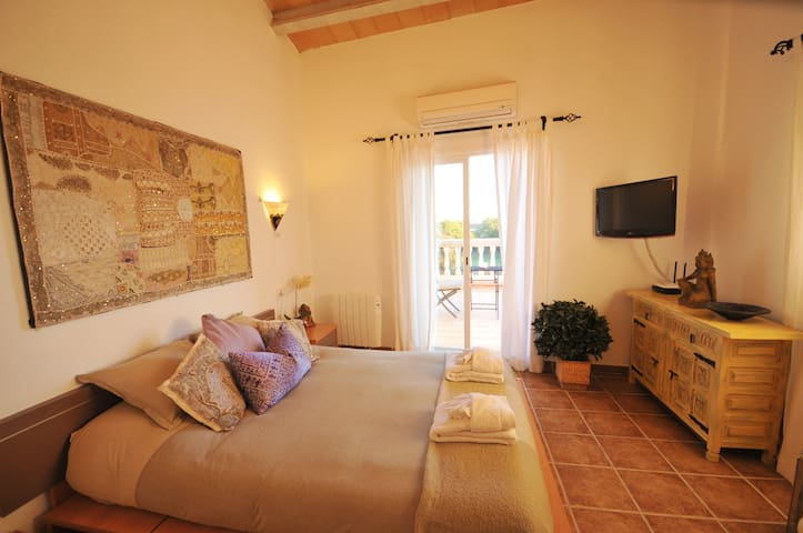 "Beautiful Finca ""Cas Padri LLorenc"" - Pina - House"