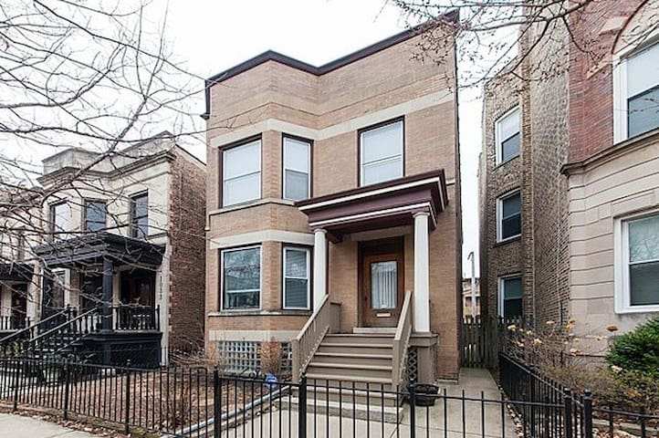 Bright, Spacious Private Rm Blocks from Wrigley!
