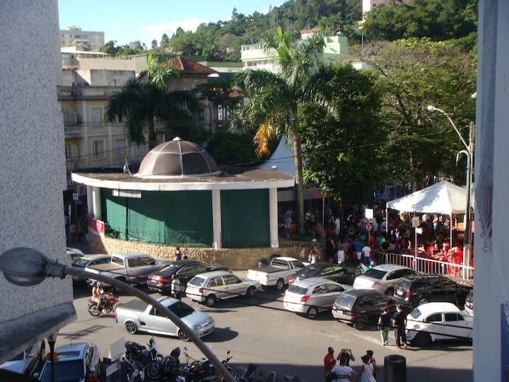 Apto no centro de Serra Negra de frente a praça