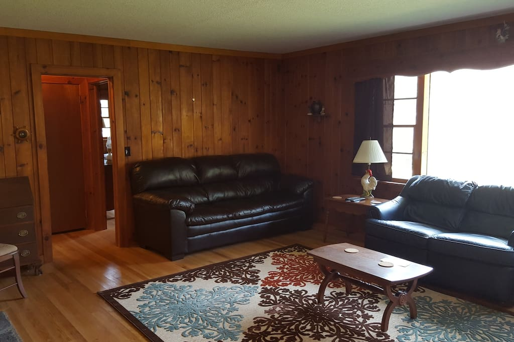 Large living room for gathering - tv, wifi, reclining love seat, large bay window