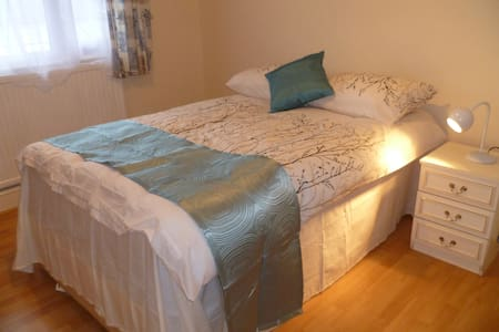 LONDON BELL'S 1BED FLAT, SLEEPS2-6, CLOSE TO CITY.