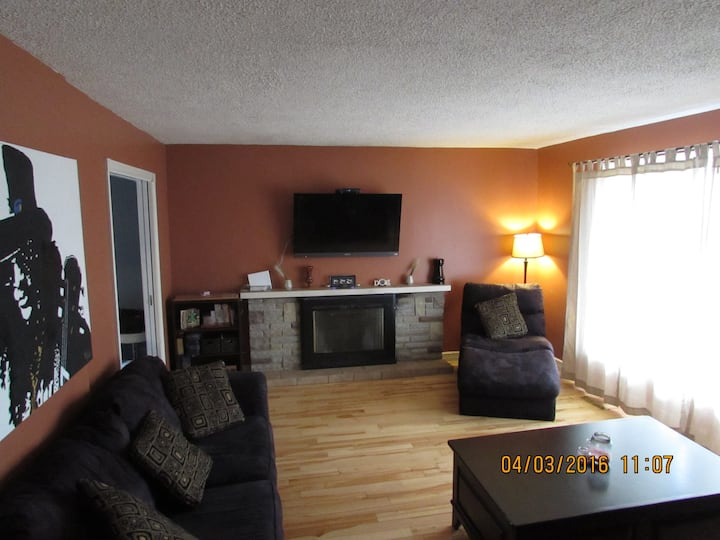 Center Of It All!! 4 bedroom house