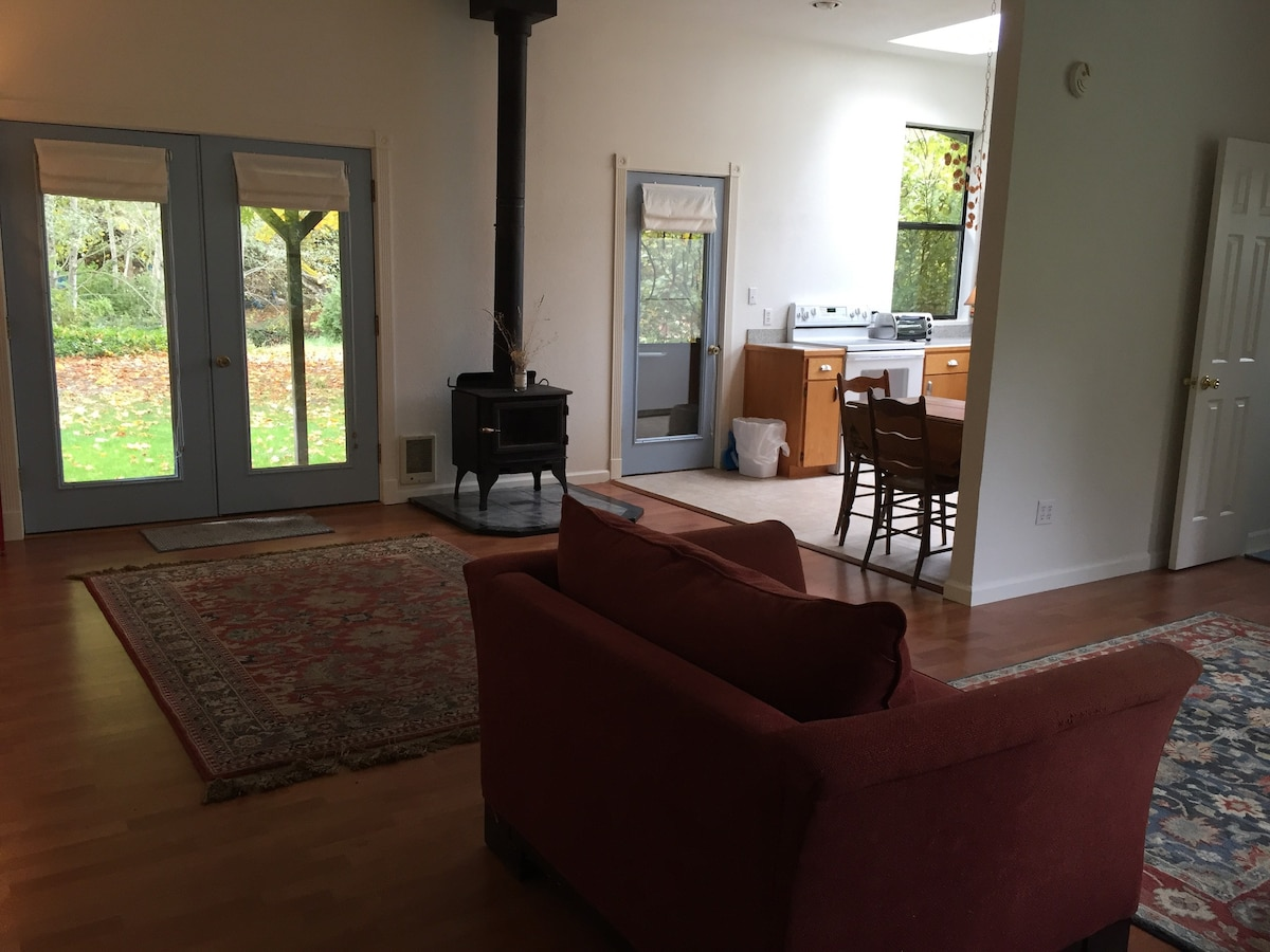Cozy Creekside Cottage   Guesthouses For Rent In Talent, Oregon, United  States