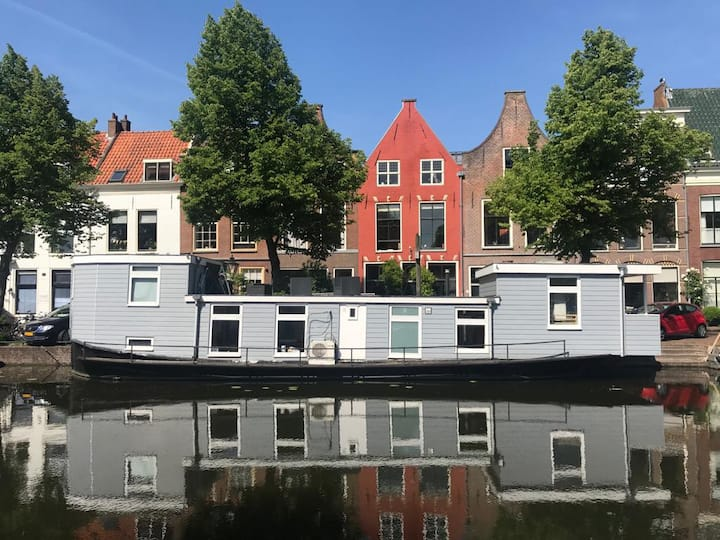 An authentic boathouse in Leiden centre
