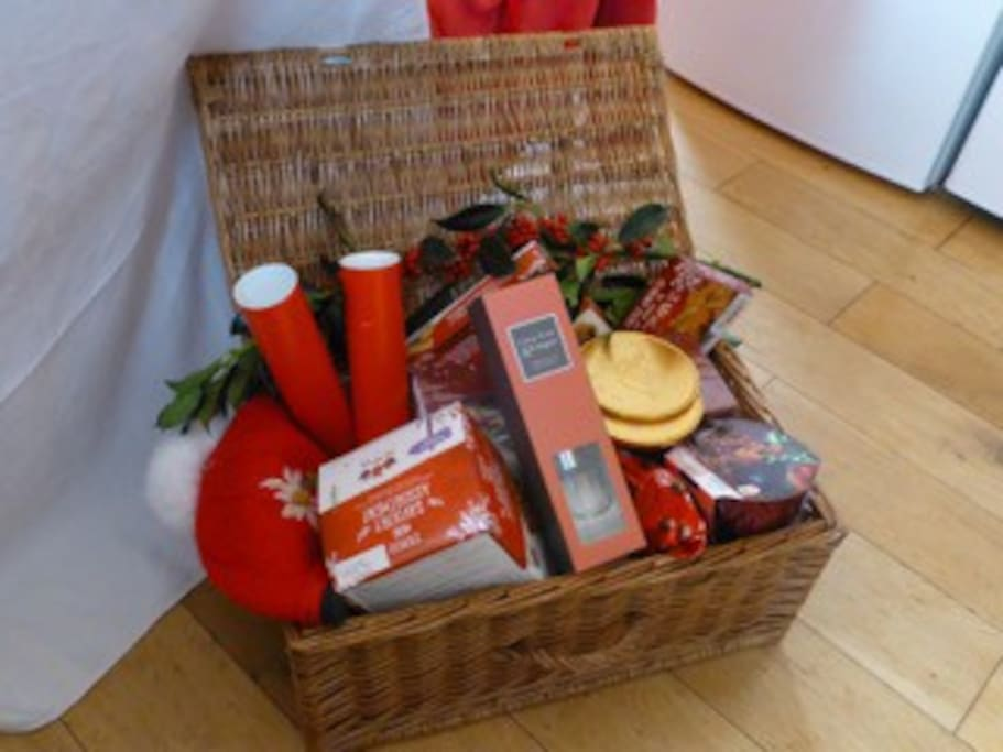We'll leave guests a nice Christmas hamper