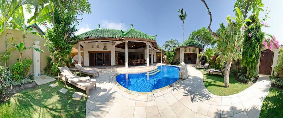 Modern Balinese Style Villa with pool and staff. - 덴파사르 셀라탄(Denpasar Selatan) - 별장/타운하우스