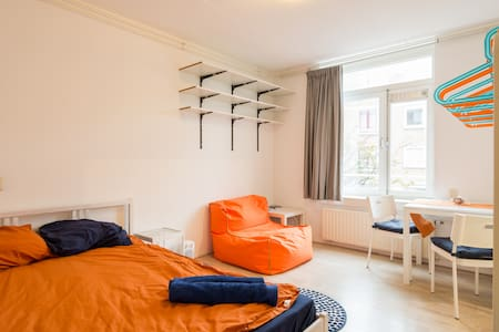 Cosy room right next to station - Explore Holland! - Amsterdam - Apartment