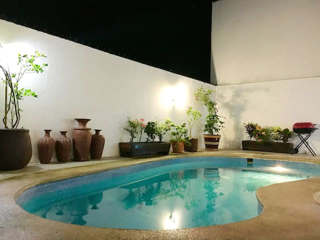 Cocobeach house, best location, private Bar & Pool