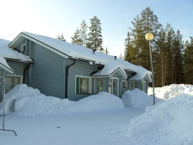 Paljakan Pirtit B4 - Paljakka Ski resort center - Puolanka - Hytte (i sveitsisk stil)