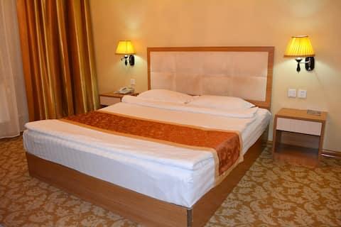 1. Standard Queen Bedroom with Breakfast