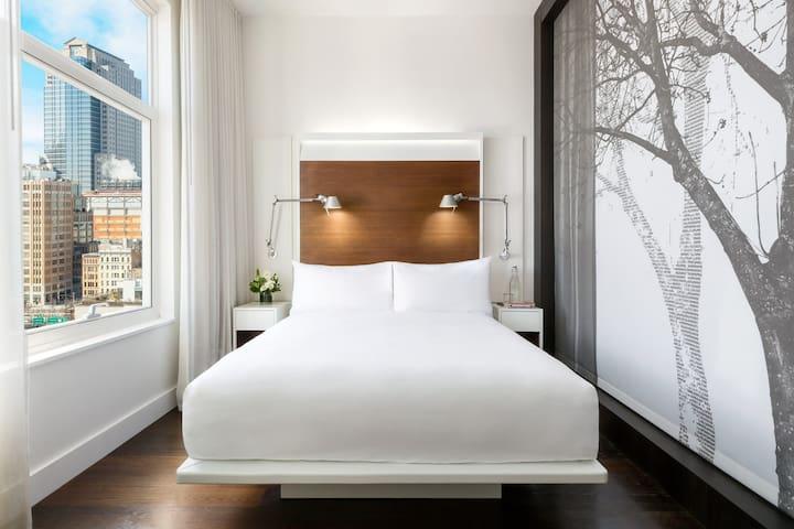 Queen modern room, your sanctuary in SoHo