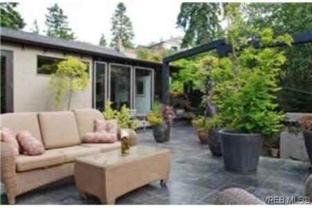 Stunning Executive Home Htub& Sauna - View Royal