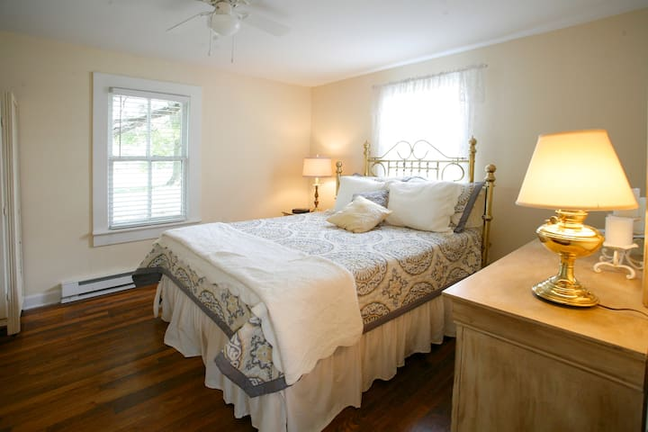 SHADE TREE COTTAGE, a southern gem! - Gordonsville - House