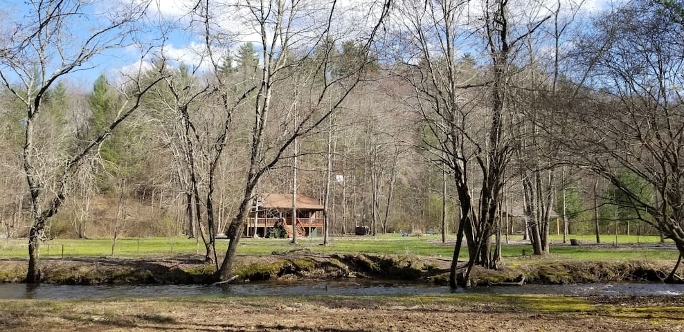 Beautiful Mountain Cabin- 3.5 Acres on Trout Creek