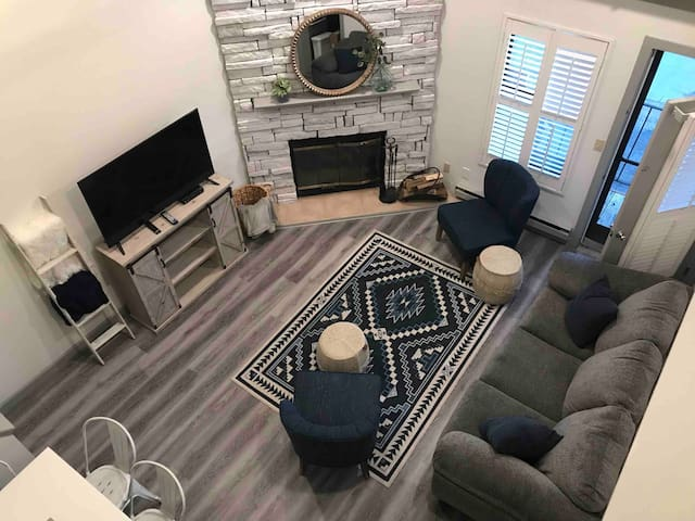Newly remodeled condo for 8 w/pool & hot tub