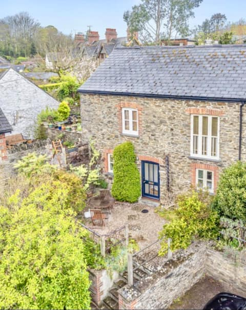 Charming 3 bedroom cottage great location