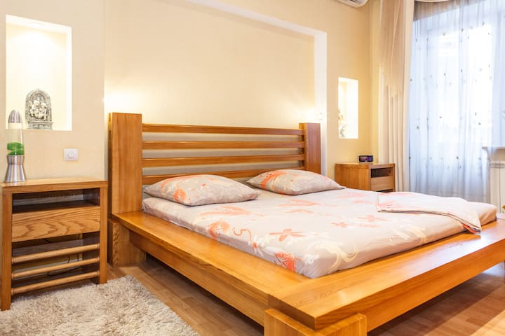 Huge 1Room luxury Apartment on Soborniy 177
