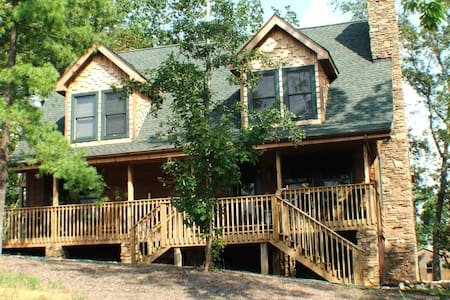 Perfect Mtn house Cont Social Distancing W/2acres