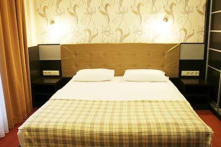 "Одноместный номер ""Киев 365 Отель"" - Sofiivska Borshchahivka - Gästehaus"