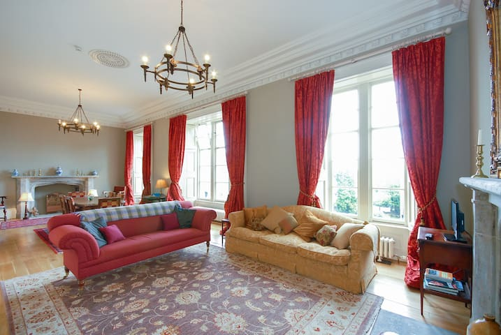 Large Unique Historical Apartment near Edinburgh