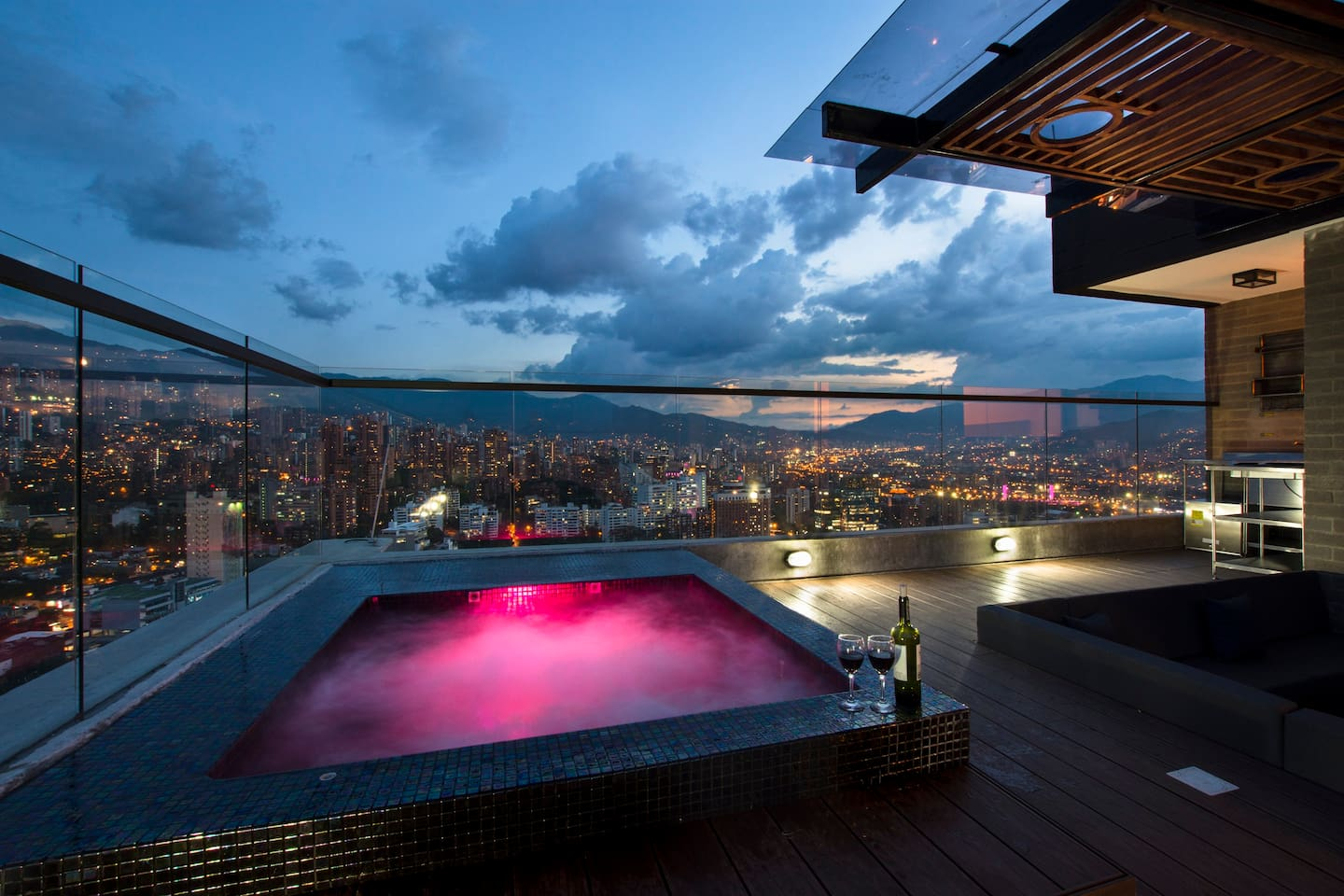 THE PENTHOUSE HAS A HUGE SPECTACULAR TERRACE WITH YOUR OWN PRIVATE INFINITY POOL, JACUZZI, SKY LOUNGE AND THE BEST VIEWS IN MEDELLIN!!!