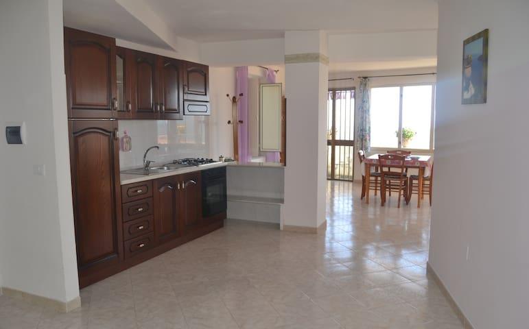 GRAZIOSO APPARTAMENTO CON GIARDINO E VISTA MARE - Castellabate - Apartamento