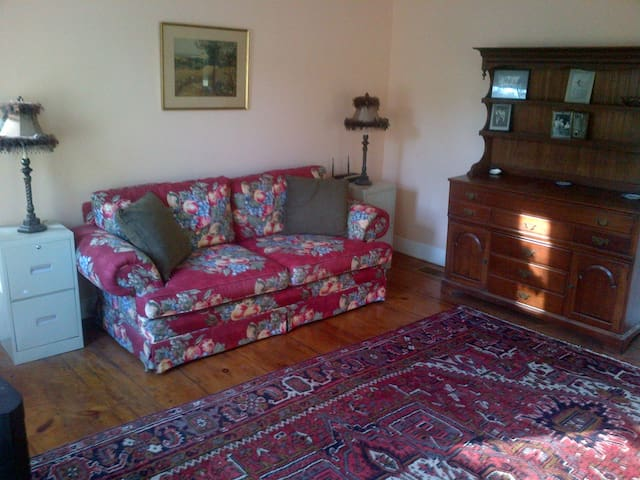 Lovely Historic Village Home - Hartland - Talo