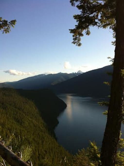 View from Silverton Lookout, just a 5 min. drive from the Mountain Cottage.