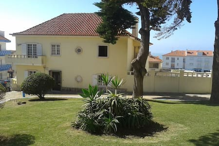 Laura House- Twin Room - Ericeira - Maison