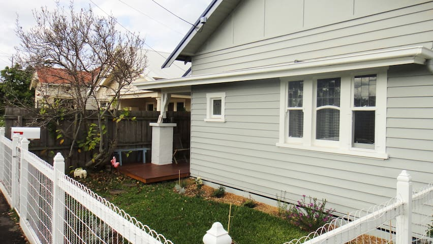 Next to Geelong Bay! WIFI, Big TV - Geelong West - House