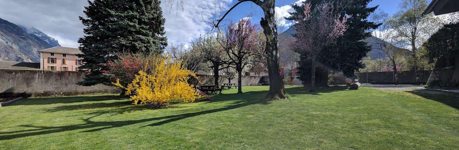 Grande maison chalet / Savoie-Maurienne - Saint-Jean-de-Maurienne - House