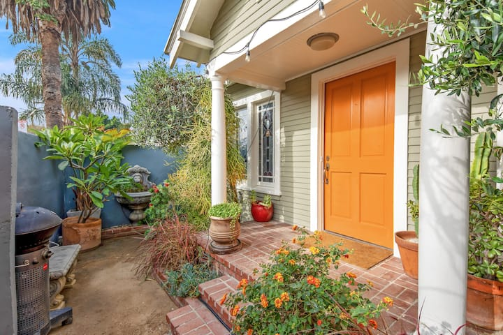 Ideal Walled-in Bungalow in Best Venice Location