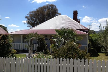 Historic c1895 Tenterfield Cottage 4 star rated - Tenterfield