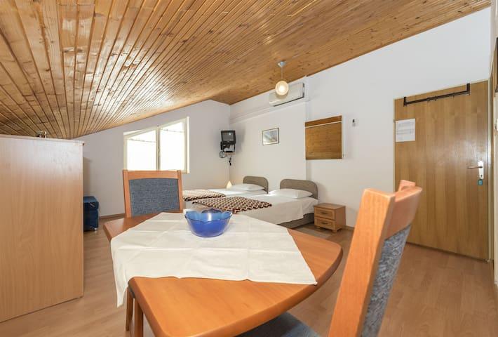 Studio Apartment, seaside in Vrsi (Zadar)