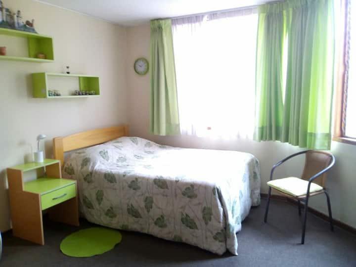 Dormitorio en sitio tranquilo-La Molina, Lima 12