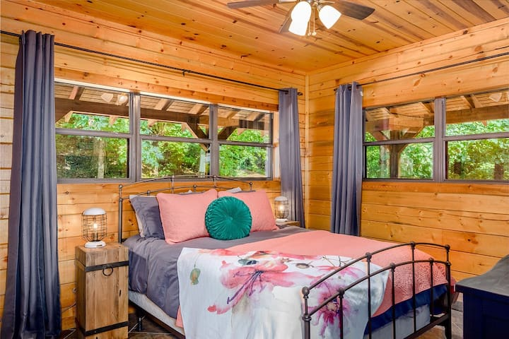 This Queen bedroom offers views of the Natural State or you can relax and watch TV.